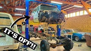 Pulling The Cab Off The SQUARE BODY CUMMINS Build and cleaning the...
