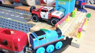Thomas Train Video Brio Subway Tunnel, Build and Learn Level Crossing Trains 4 Kids,Track Changes